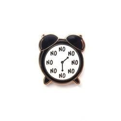 LittleLeftyLou Emaillen pin No O'Clock Zwart