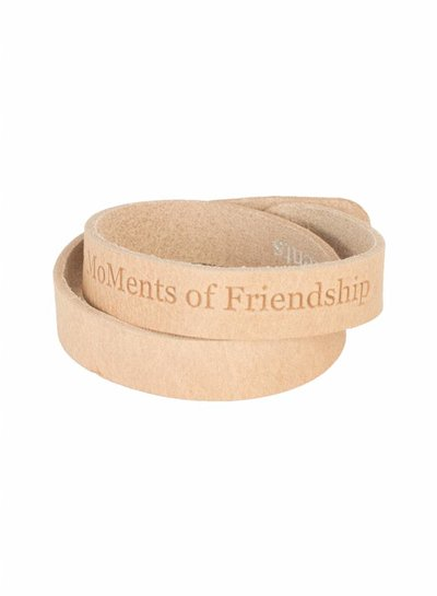 Moments of friendship beige