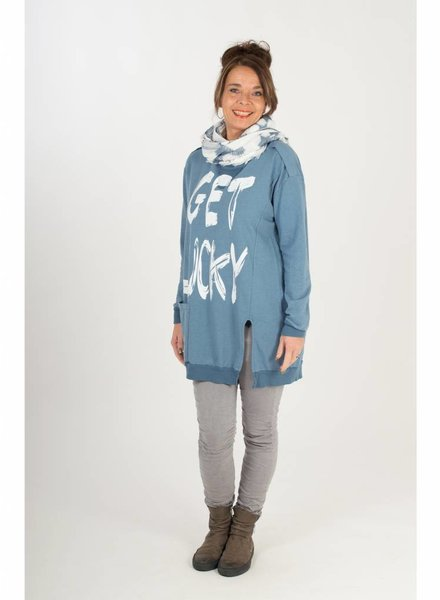 Rebelz Collection Sweater get lucky blauw