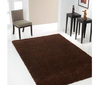 Hoogpolig bruin tapijt