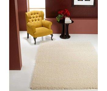 Hoogpolig wit tapijt