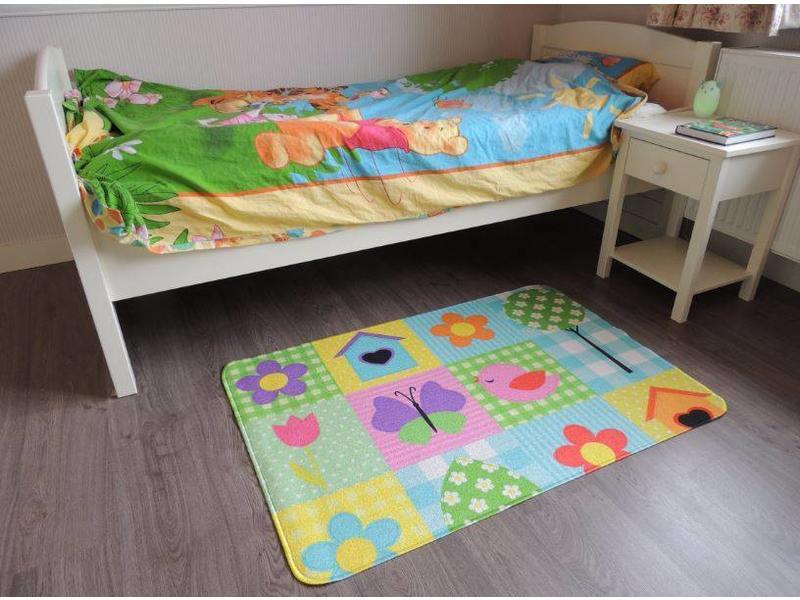 tapis pour chambre d 39 enfant. Black Bedroom Furniture Sets. Home Design Ideas