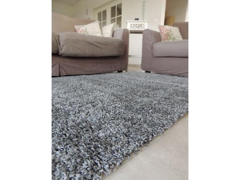 Goedkoop grijs hoogpolig tapijt