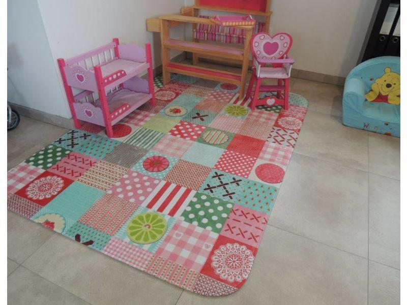 Kinderkamer Tapijt : Groot kleurrijk tapijt voor de kinderkamer cm ...