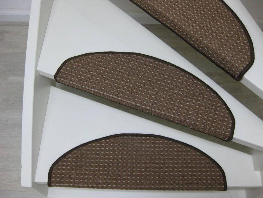 De trap bekleden met een trapmat