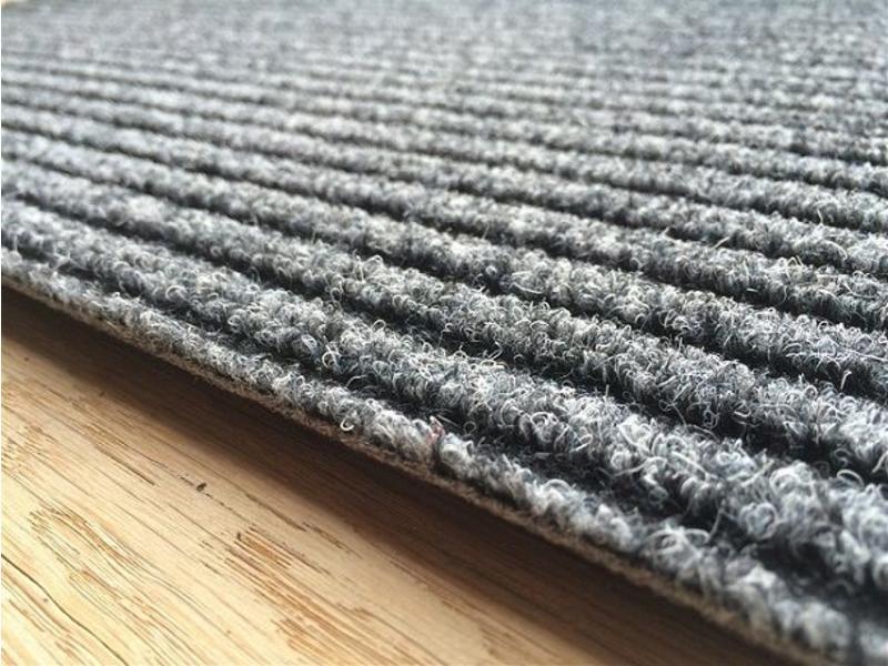 Tapis aiguilleté uni gris, 40x60cm et 50x80cm