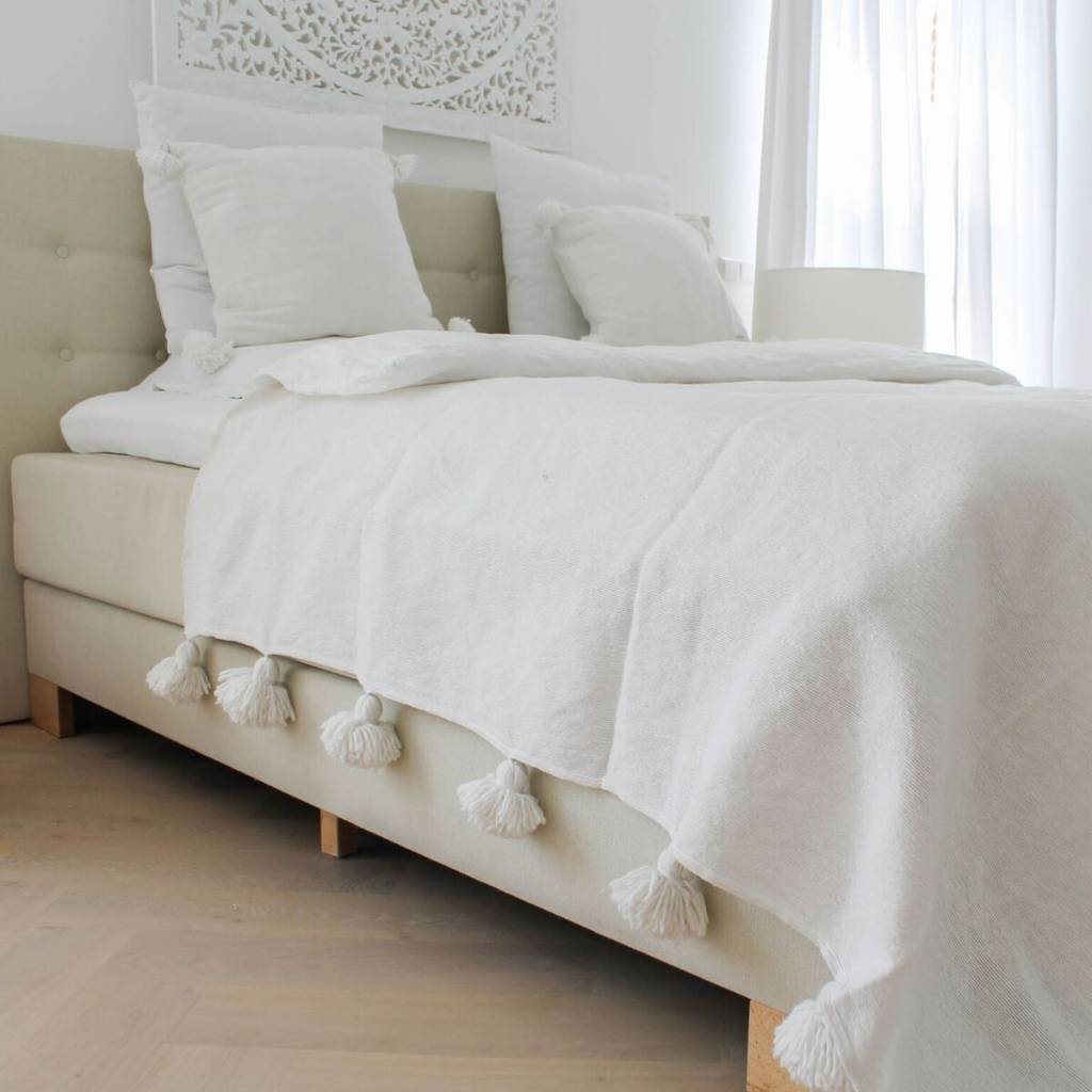 Pom pom set (2 pillows and 1 sheet)
