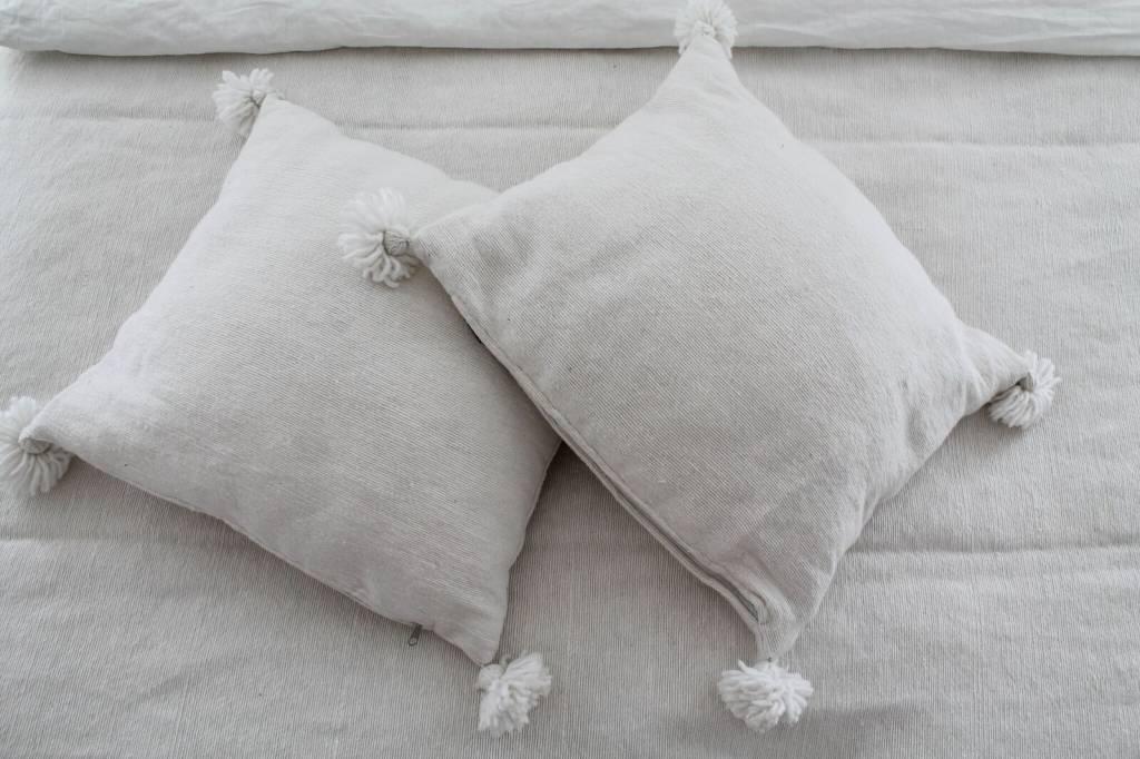 Pom pom set ( 2 kussens en een sprei)