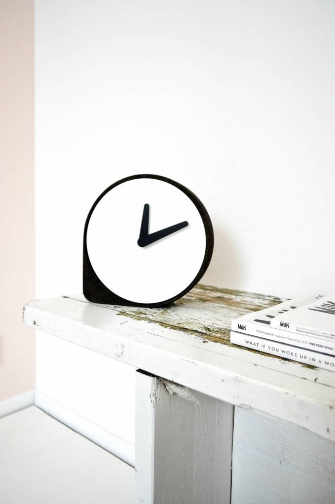 puik art clork clock black