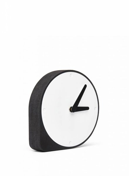puik clork clock black