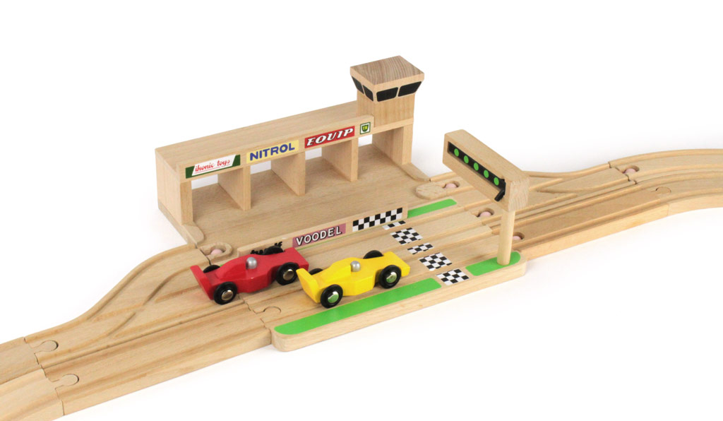 ikonic toys wooden race track