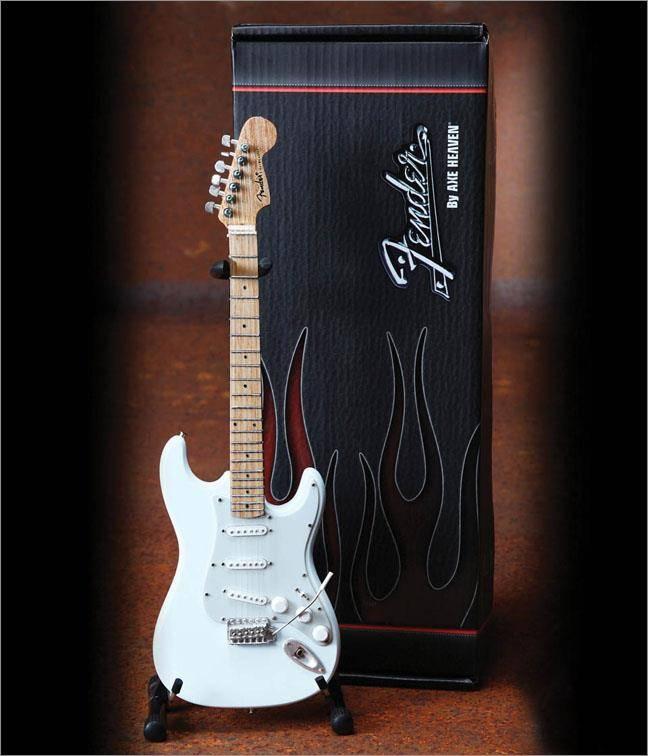 Hal Leonard Axe Heaven miniatuur gitaar | Fender™ Stratocaster™ - Olympic White Finish