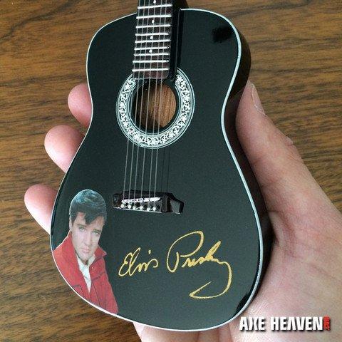 Axe Heaven Axe Heaven Miniatuur gitaar | ELVIS PRESLEY GOLD SIGNATURE BLACK ACOUSTIC MINI GUITAR