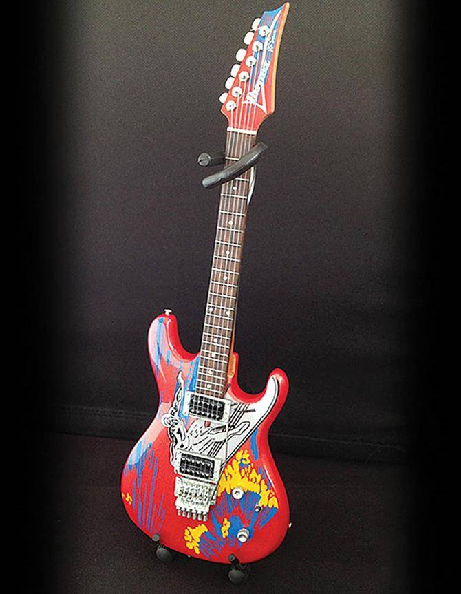 Axe Heaven Axe Heaven Miniatuur gitaar | Joe Satriani Silver Surfer Model