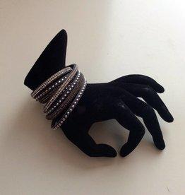 Studs wikkel armband grijs