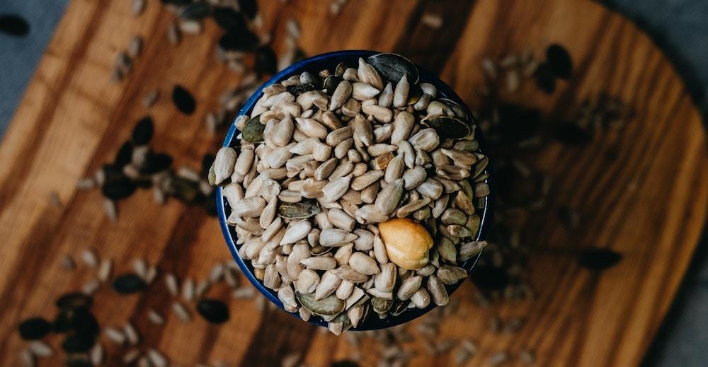 Samen und Nüsse sind reich an Magnesium