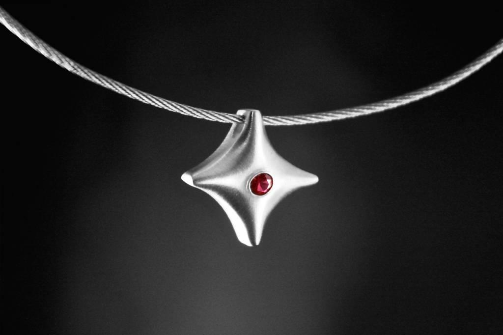 MARGRIET JEWELS Zilveren ashanger TWINKEL - Robijn