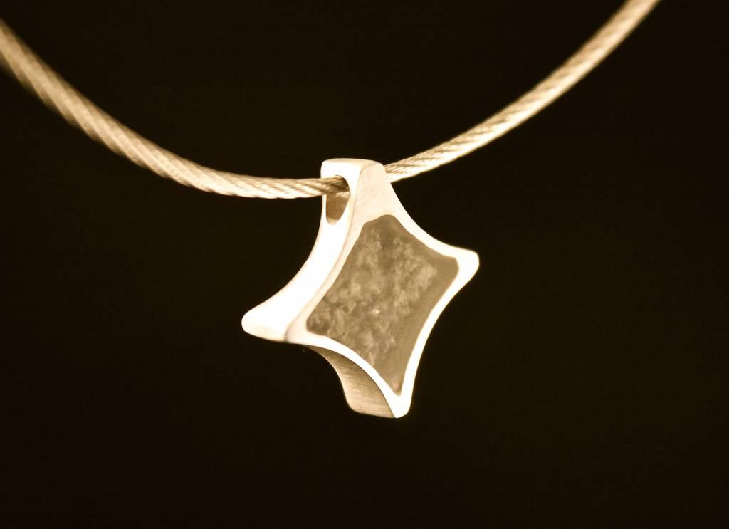 MARGRIET JEWELS Gouden ashanger TWINKEL - Saffier