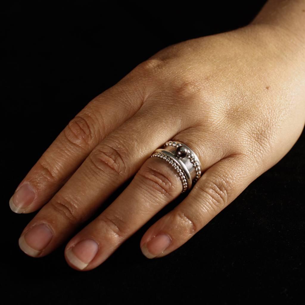 Fabulous Zilveren damesring Zoetwater PAREL - Zwart - Margriet Jewels WG29