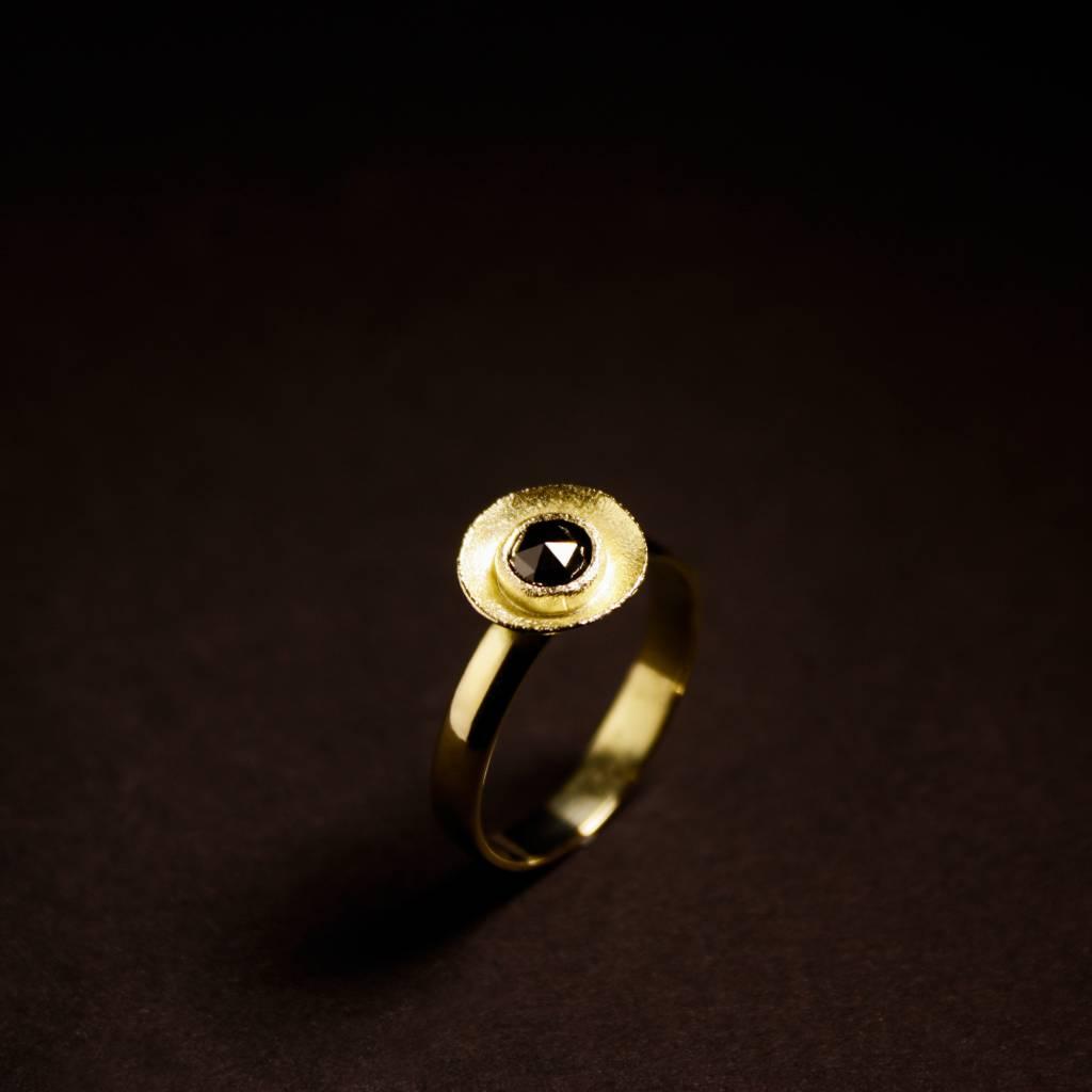 MARGRIET JEWELS Gouden damesring BLACK DIAMOND