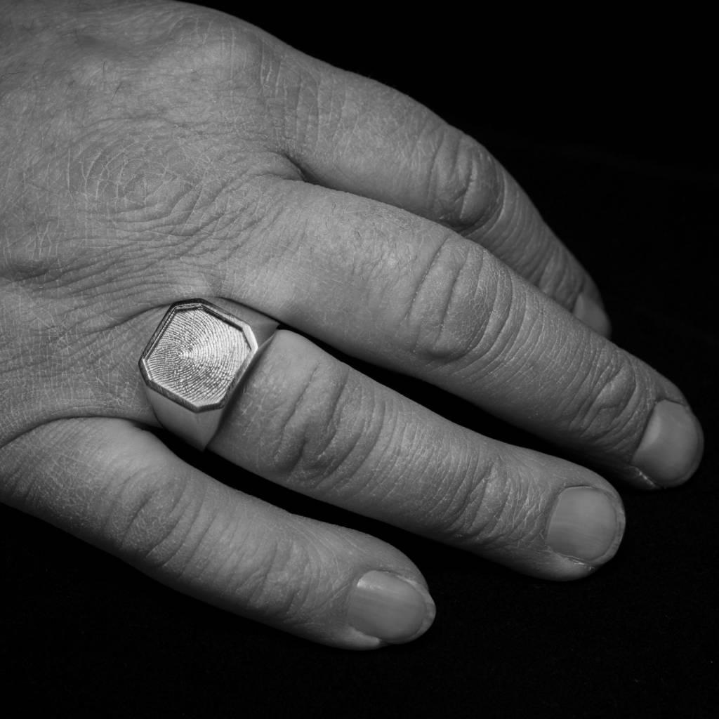 MARGRIET JEWELS Zilveren  herenring ALTIJD - vingerafdruk