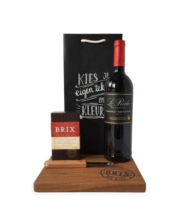 Cadeaupakket Chocolate and winelovers deluxe met houten plank