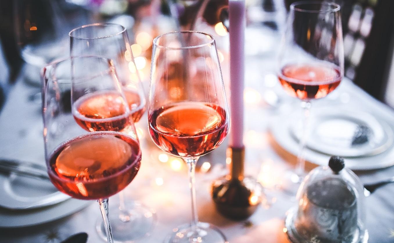 rose champagne diner