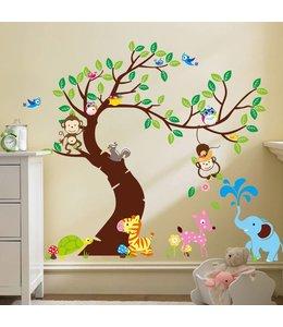 Muursticker boom met aapjes, uiltjes en andere diertjes