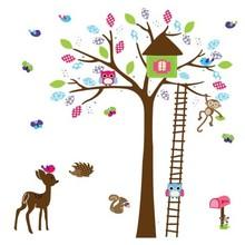 Muursticker boom met huisje, hertje, aapje en uiltjes