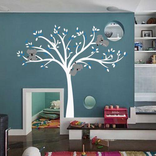 muursticker witte boom met drie slapende koala beertjes, Deco ideeën