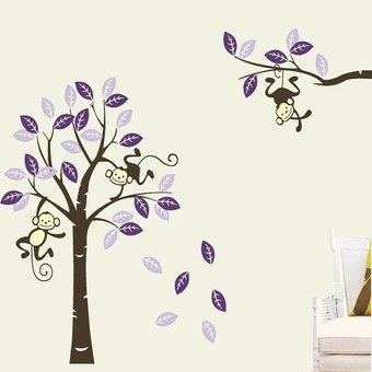 Muursticker boom met 3 slingerende aapjes paars