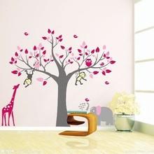 Muursticker boom met giraffe, aap, ulitjes en olifant