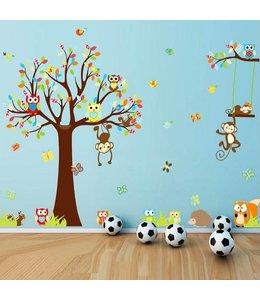 Muursticker kleurrijke boom met uiltjes en aapjes