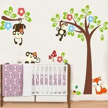 Muursticker boom en tak met aapjes en vosje