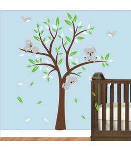 Muursticker boom met drie slapende koala beertjes bruin groen