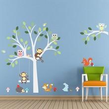 Muursticker witte boom met aapjes uiltjes en andere dieren