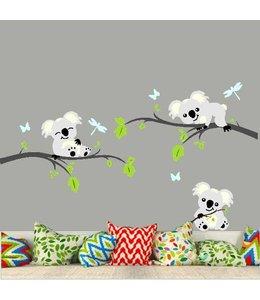 Muursticker grijze takken met 3 koala beertjes