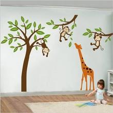 Muursticker boom en takken met aapjes en giraffe