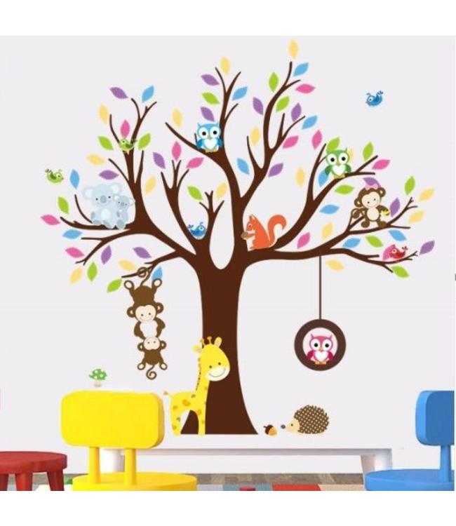 Muursticker boom met allerlei diertjes