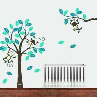 Muursticker boom met 3 slingerende aapjes mint-teal met bruine stam