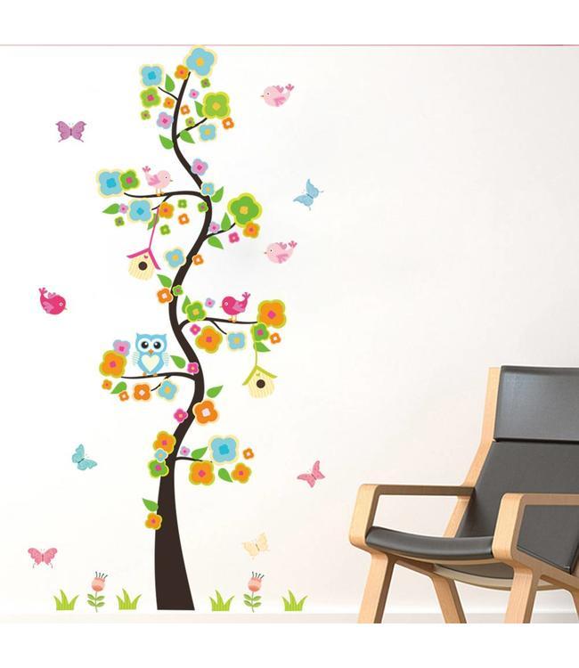 Muursticker kleurrijk boompje met uiltje en vogelhuisjes