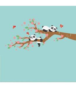 Muursticker lieve pandabeertjes op tak  met bloemen