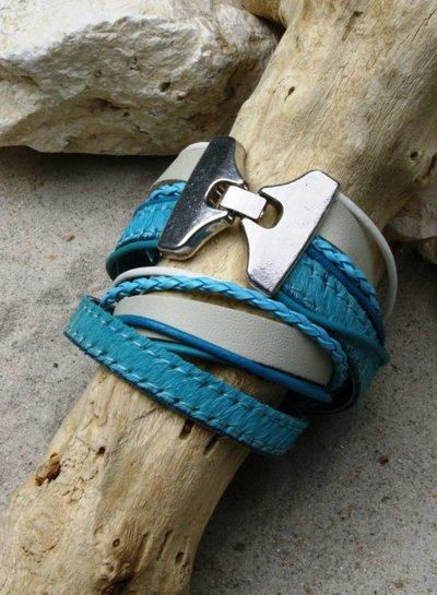 HanneHaves Stoere leren wikkel armband in turkoois/wit met zilveren sluiting