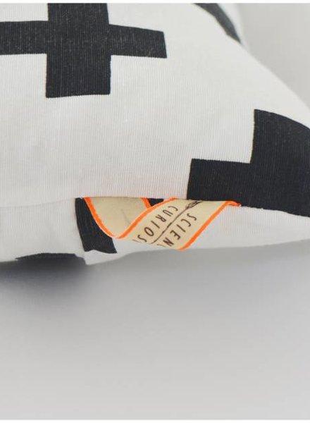 Curious Project Woonaccessoires: Kussenhoes cross uniek