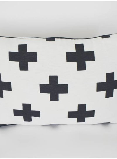 Curious Project Woonaccessoires: Kussenhoes cross, black and white