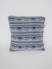 Curious Project Woonaccessoires: Kussenhoes blauw met aztec print
