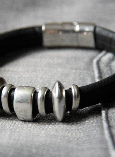 MensHaves Mannenarmband Leather Tough Black Silver