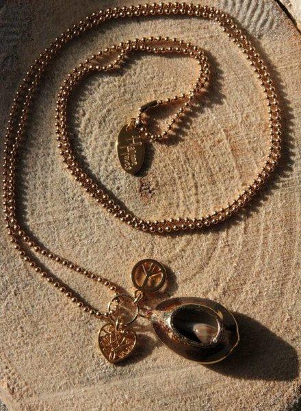HanneHaves Lange ketting goud opengewerkte kauri schelp