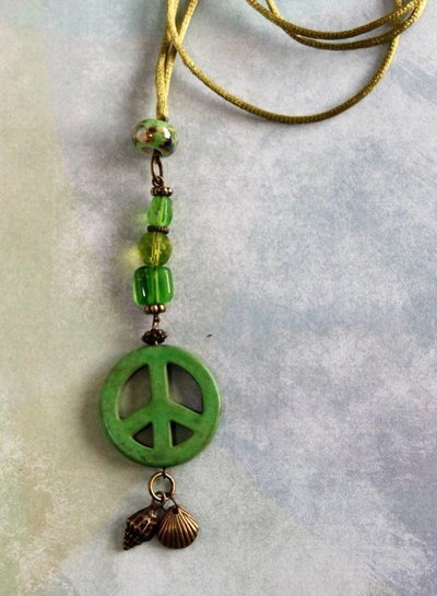 HanneHaves Ibiza ketting  Green Peace Shell