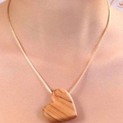 Desert Rose Prachtige ketting met olijfhouten hart